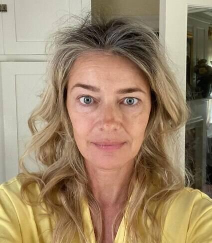 Top model dos anos 90 posta foto sem maquiagem e fala sobre envelhecer