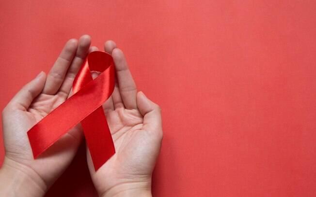 Pessoas com HIV podem fazer sexo e o método da Prevenção Combinada é o mais indicado para evitar a transmissão da doença
