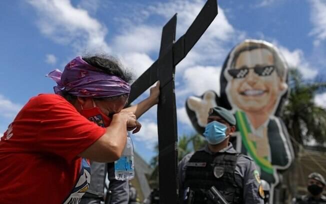CPI da Covid começa com 'arsenal' que ameaça governo Bolsonaro