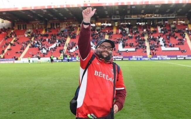 Seb Lewis assistiu mais de mil jogos seguidos de seu time in loco