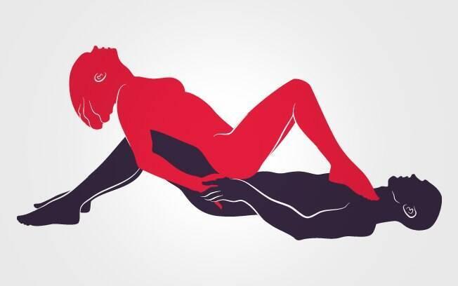 A mulher dita o ritmo da transa apoiando os pés no peito do parceiro