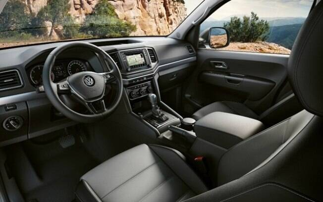 O interior é o mesmo da versão Highline do Golf, a versão mais completa da linha, o que dá um aspecto sofisticado