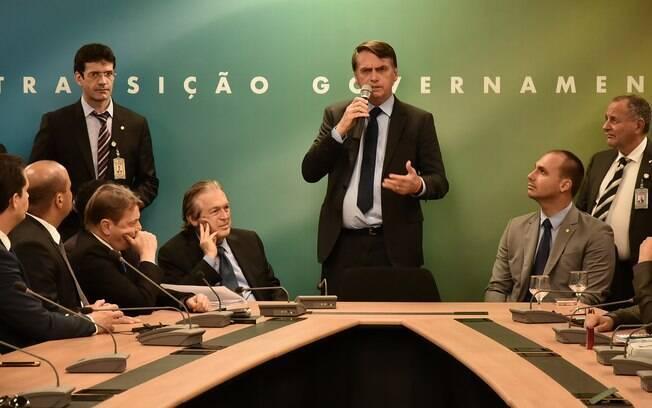 Jair Bolsonaro está ansioso pela cerimônia de posse; esse encontro de hoje será o primeiro de toda a equipe ministerial