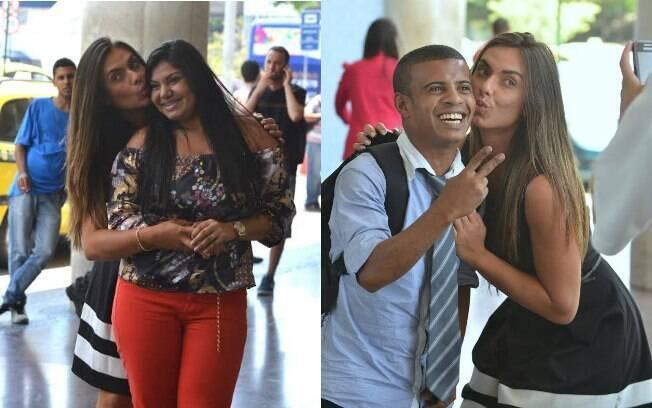 Com look comportado, Nicole Bahls faz a alegria dos fãs no aeroporto Santos Dumont, no Rio