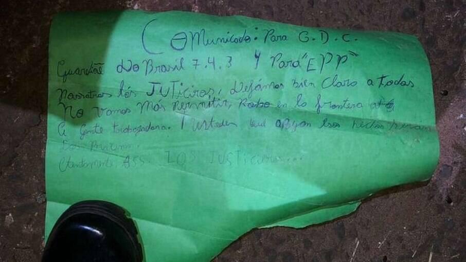 Um dos bilhetes deixado pelo grupo