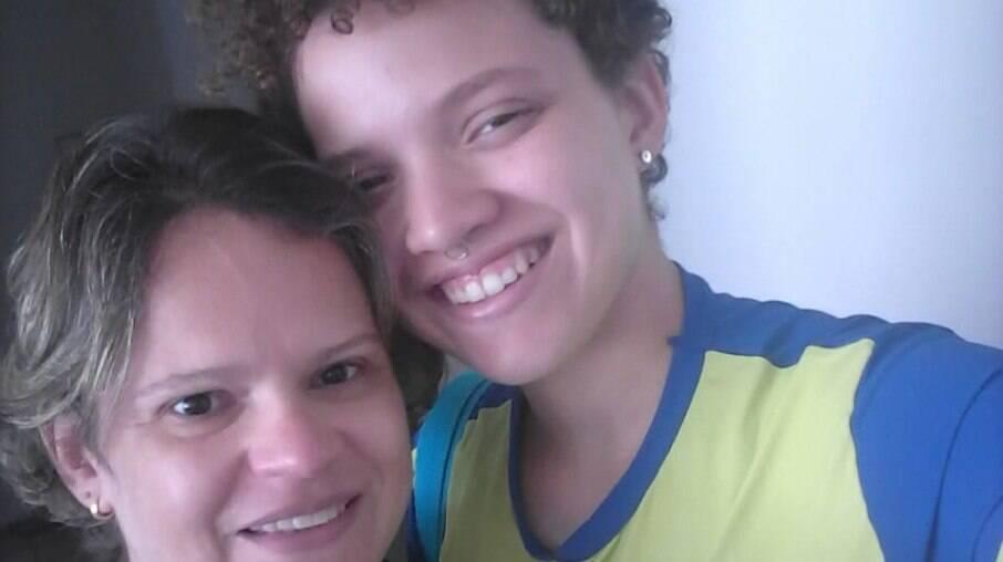 Marília Albuquerque diz que chorou muito e ficou angustiada quando o filho, Juno, começou a sair do armário