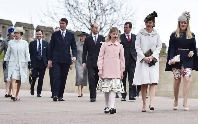 Família real britânica se encaminha para a missa de Páscoa no domingo