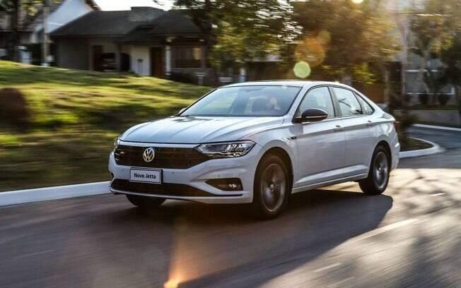 VW Jetta cresce nas vendas em 2019 e fechou março com apenas 293 carros de diferença en relação ao Chevrolet Cruze