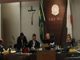 Todas as ações contra prefeito e vice foram julgadas improcedentes