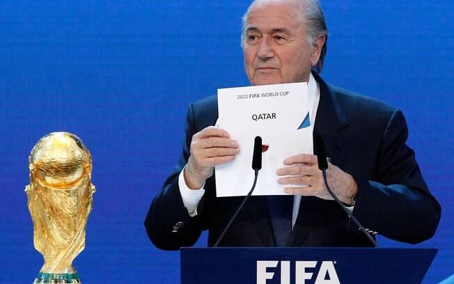 Blatter anuncia escolha do Catar como sede da Copa de 2022