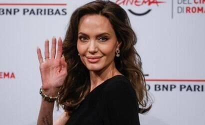 """""""Heroína é quem acolhe migrantes"""", diz Angelina Jolie"""