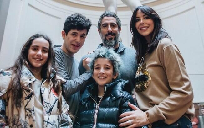 Marcos Mion com a mulher, Suzanna, e os filhos Romeo, Donatella e Stefano