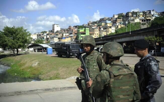 Temer e Villas Bôas homenagearam os três militares mortos durante período da intervenção federal no Rio de Janeiro