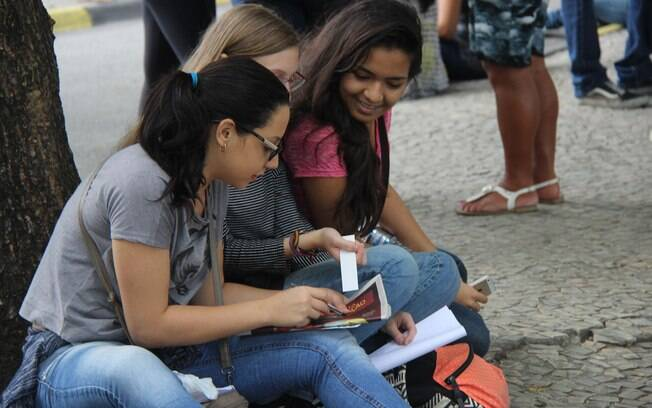Movimentação de estudantes antes das provas do Exame Nacional do Ensino Médio (Enem) 2015, na UERJ no Rio de Janeiro. Foto: jose lucena/Futura Press - 24.10.15