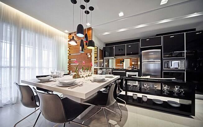 Uma cozinha com tudo no lugar reflete a personalidade da virginiana. Projeto de Fernanda Marques