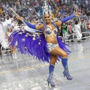 A barriga de Milena Nogueira causou polêmica em 2013