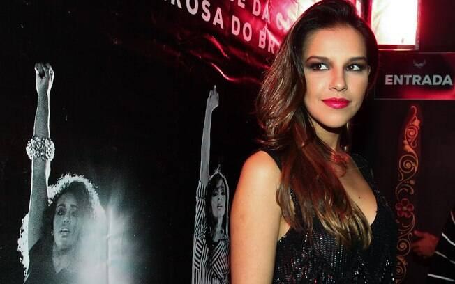 Mariana Rios curte solteirice em balada de São Paulo
