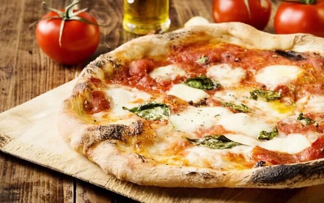 A muçarela pode ser usado em lanches, massas e pizzas