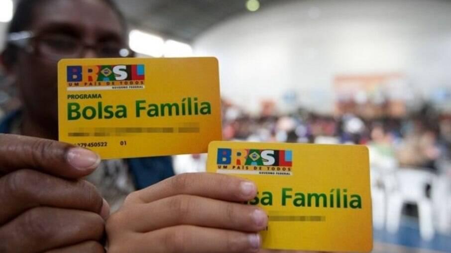 Governo reafirma fim do Bolsa Família e início do Auxílio Brasil