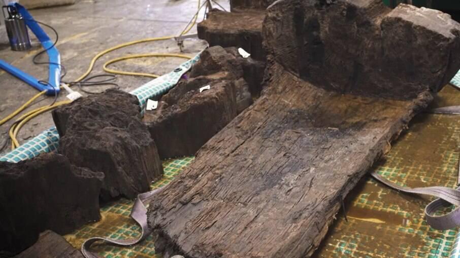 Caixão de 4 mil anos encontrado na Inglaterra