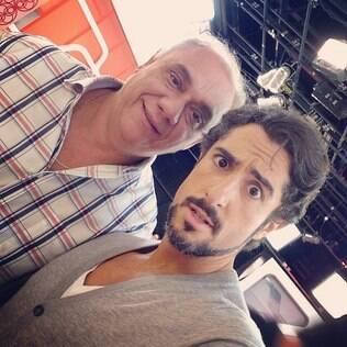 Marcos Mion faz selfie com Marcelo Rezende