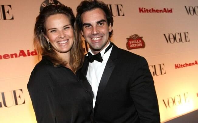 Letícia Birkheuer com o marido: bebê ficou em casa com a babá