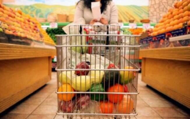 Produtos alimentícios tiveram alta de 1,19% em fevereiro, enquanto em janeiro subiram 2,41%