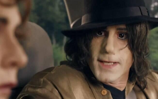Trailer confirma a polêmica de Joseph Fiennes como Michael Jackson em filme de comédia