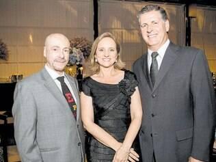 Brinde do bem: Ricardo Guimarães, Patrícia e Pedro Azevedo