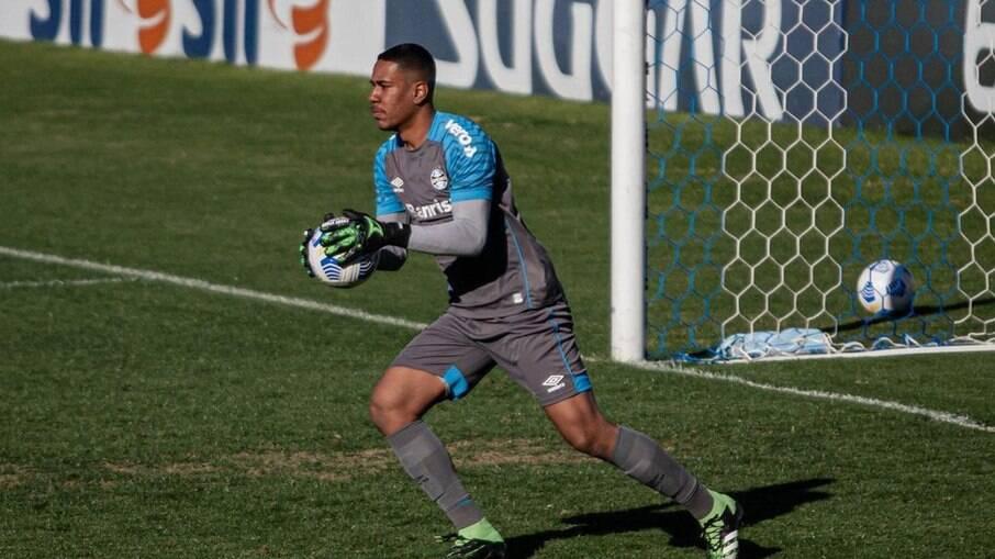 Hugo Nogueira é goleiro da equipe sub-20 do Grêmio