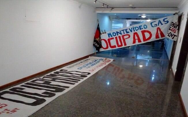 Trabalhadores protestam na MontevideoGas, uma das distribuidoras de gás da Petrobras no Uruguai