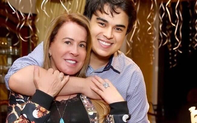 Filho de Zilu Camargo, Igor Camargo, abre o jogo sobre posicionamentos da mãe no Youtube