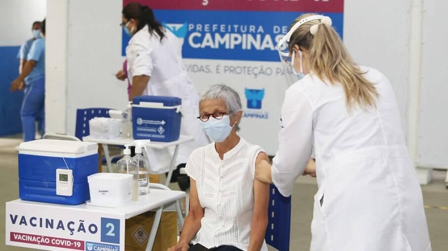 Campinas suspendeu agendamento de vacina.