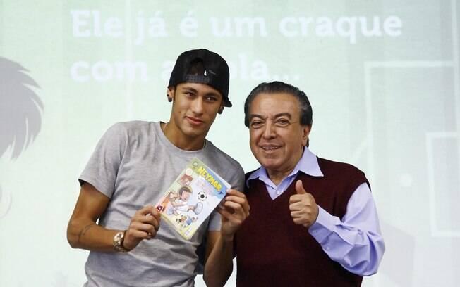 Neymar posa ao lado de Maurício de Souza em  lançamento de seu gibi