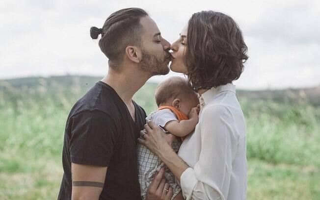 Monica Benini e Junior Lima estão juntos desde 2013. O primeiro filho do casal, Otto, nasceu em 1º de Outubro de 2017