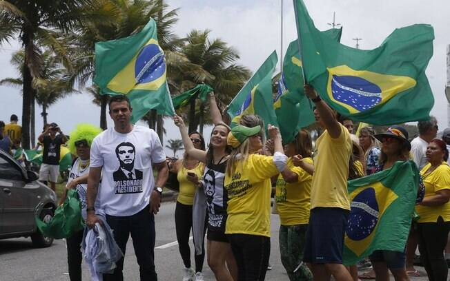 Grupos de apoiadores do presidente Jair Bolsonaro realizam manifestações neste domingo