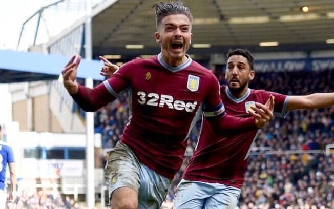 Jack Grealish comemora o gol da vitória do Aston Villa