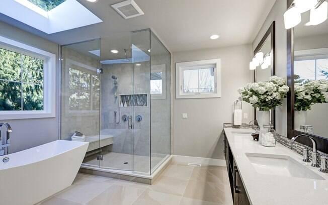 Aposte no mármore para o banheiro. Material nunca sai de moda e dá um ar de luxo ao cômodo