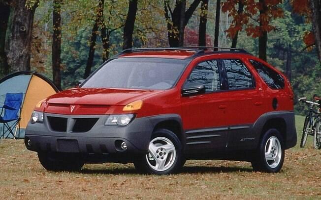 Basta ficar alguns segundos olhando as linhas do Pontiac Aztec para saber a razão pela qual o SUV estar nessa lista