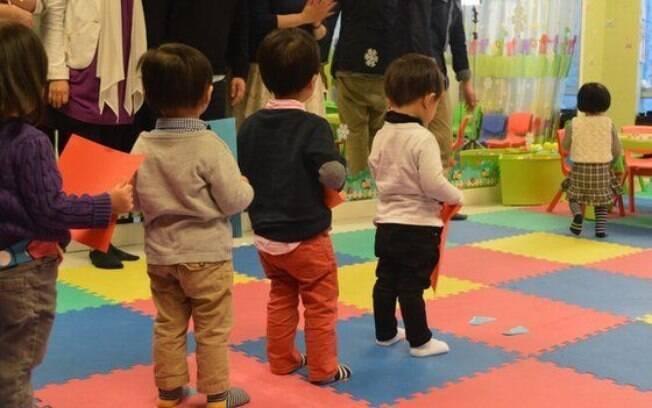 Especialistas aconselham pais a passar mais tempo com filhos e evitar pressioná-los nos estudos em idade pré-escolar