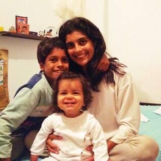 Jessica com Kaylo e Saphire: escola alinhada com valores da família