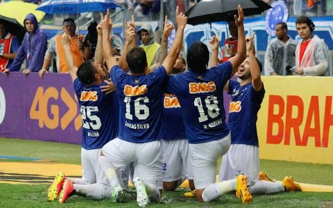 e5d6931bcf Jogadores do Cruzeiro comemoram juntos no gramado do Mineirão. Foto  Israel  Edmundo Fatopress