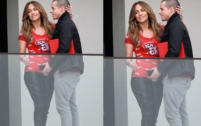 Jennifer Lopez com o namorado, Casper Smart, nos intervalos de gravações de marca de cerveja brasileira