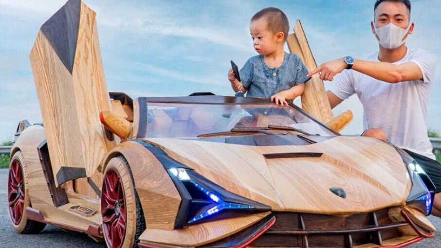 Réplica do Lamborghini Sian de madeira demorou pouco mais de dois meses para ser construída.