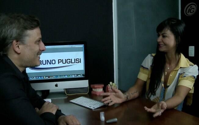 Dr. Bruno Puglisi conta à apresentadora Maria João as vantagens dos implantes de cerâmica em relação aos de titânio