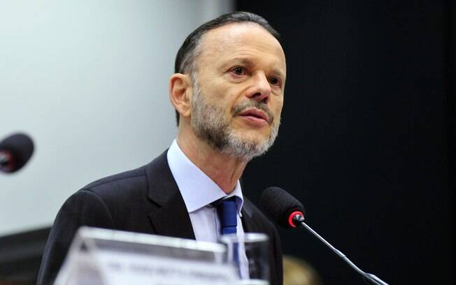 Depoimento de Luciano Coutinho não convenceu deputados que pedem investigação no banco