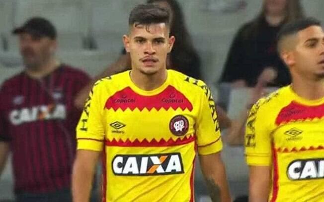 Atlético Paranaense sinalizou apoio a Bolsonaro com camisa amarela vetada anteriormente pela diretoria