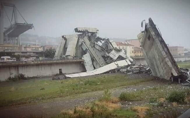 Choveu muito ontem de manhã na cidade de Gênova e havia pontos de alagamento no momento do acidente