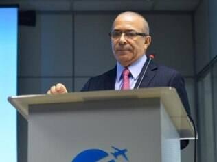 O secretário nacional de Aviação Civil, Eliseu Padilha, participa da abertura do seminário A Experiência Francesa em Transporte Aéreo Regional e Capacitação em Aviação Civil
