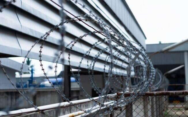 Prisões verticais visam combater problema da superlotação